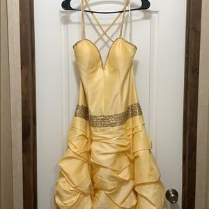 Dresses & Skirts - Yellow Bell Ball Gown